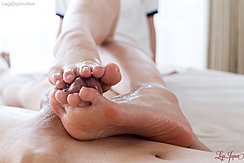 Yuka Shirayuki Rubbing Cock Between Her Bare Feet