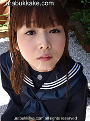 Kogal In Seifuku Uniform Cum Streaking Her Chin